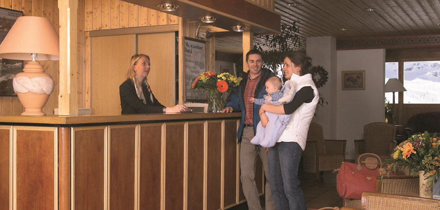 France_Val-Thorens_hotel_le_val_chaviere_reception.jpg